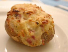 een ongezonde gepofte aardappel